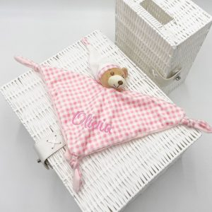 pink-gingham-comforter-2